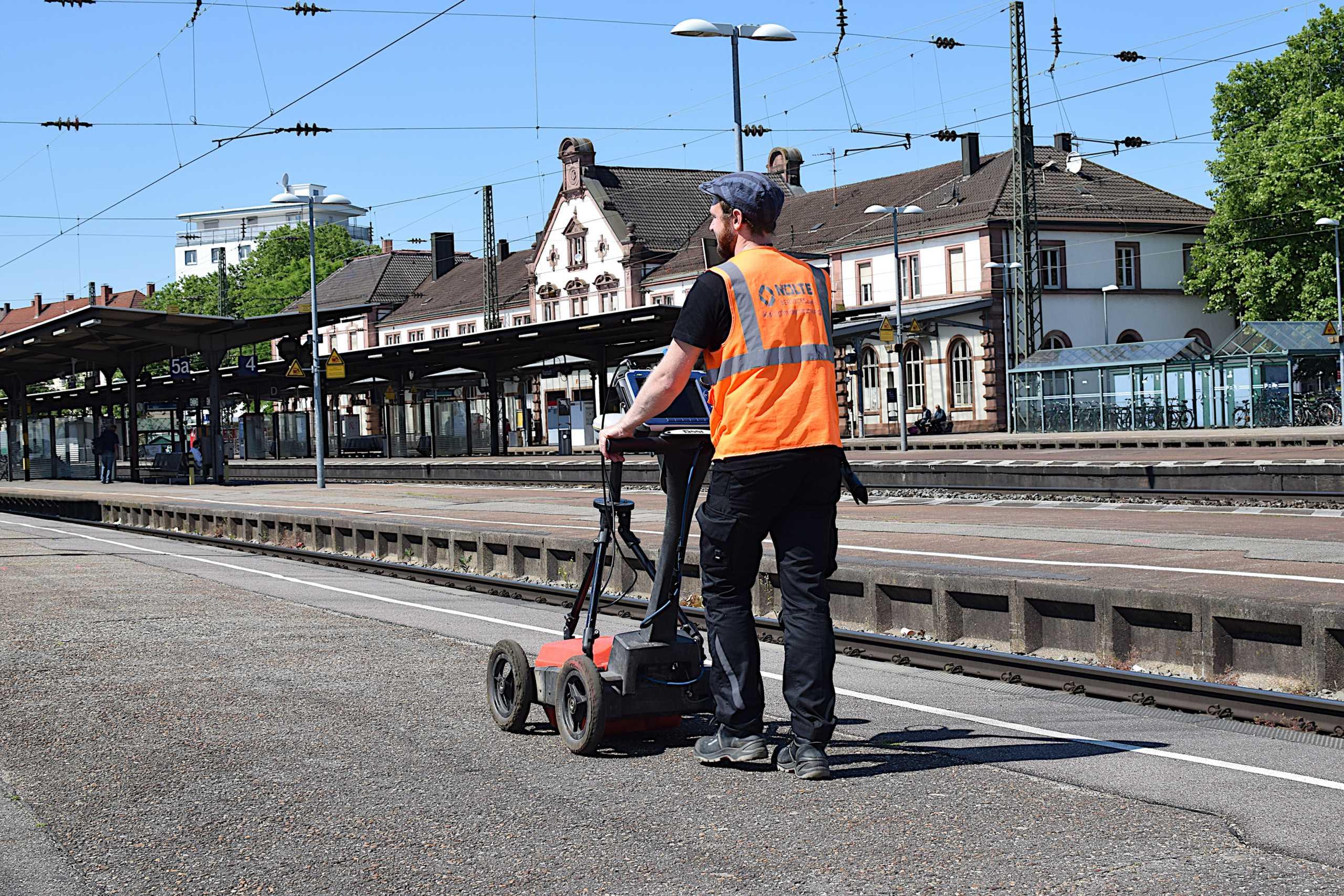 Geophysikalische Messung mit Radar GPR, Bahnsteig, Kampfmittelräumung, Kampfmittel, Münster, Ruhrgebiet, Deutsche Bahn DB